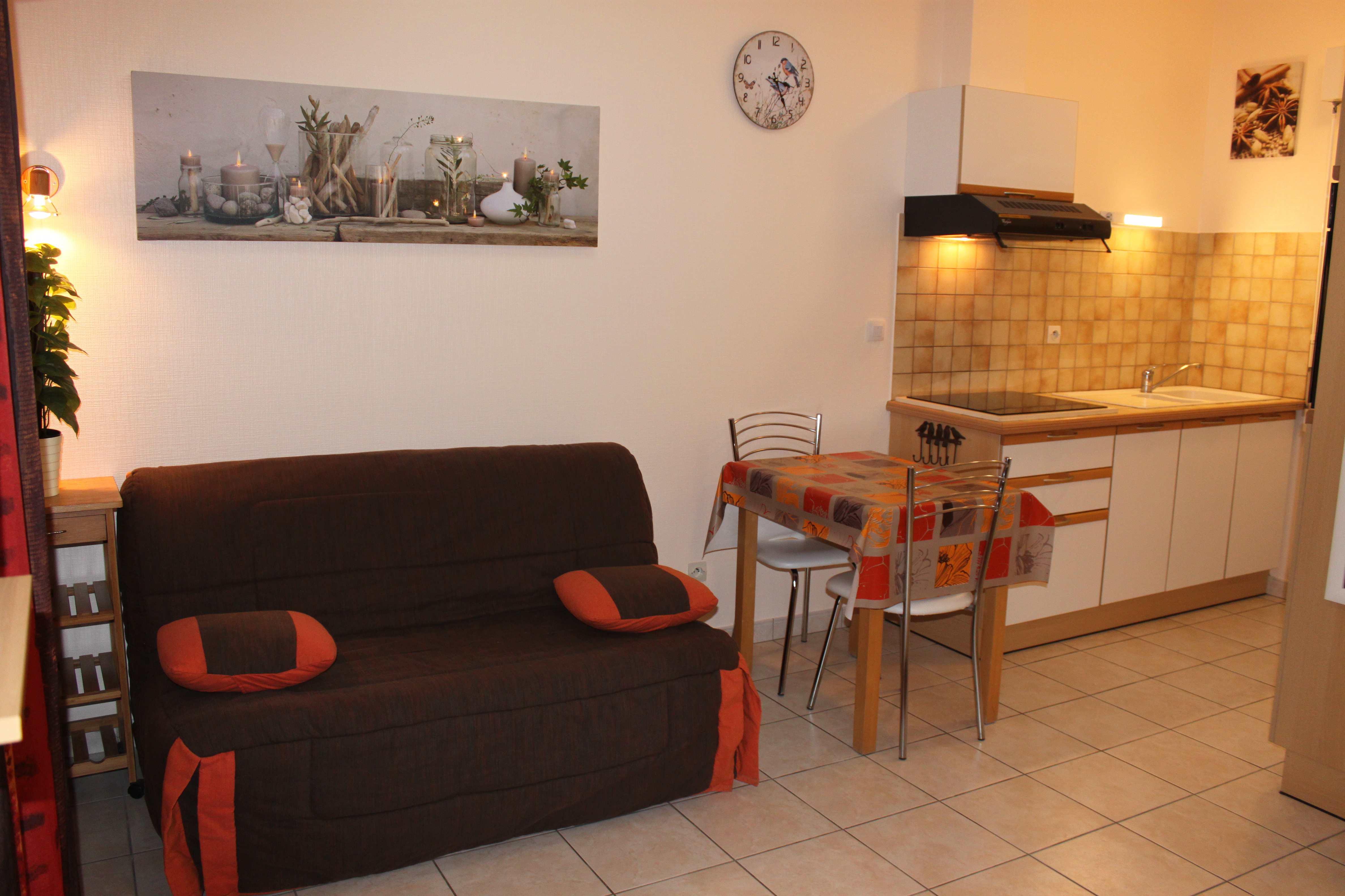 t l vision cran plat tnt hd t l commande. Black Bedroom Furniture Sets. Home Design Ideas